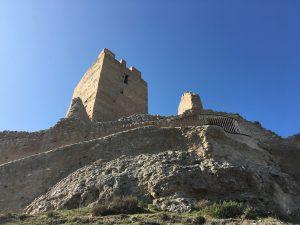 Sendero que da acceso al castillo