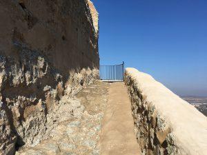 Acceso al Castillo de Cadrete